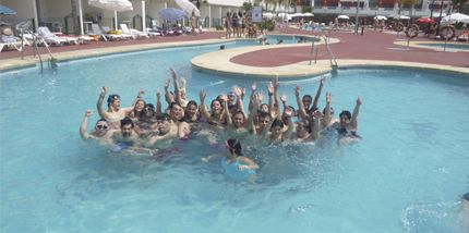 Down madrid con el deporte en las personas con for Hacemos piscinas