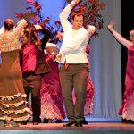 Grupo de jóvenes de Down Madrid bailando sevillanas