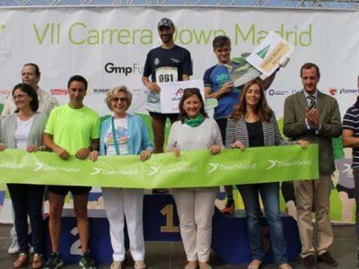Ganadores y patronato de Down Madrid en la Carrera Solidaria
