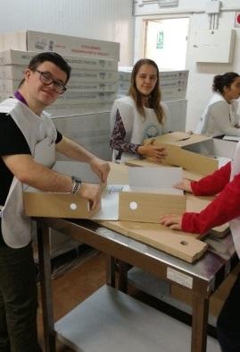 Tres jóvenes con discapacidad participan en una actividad de voluntariado gracias a Down Madrid
